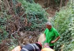 Un barbat a cazut intr-un canal de irigatii, adanc de 15 metri, in Valea Calugareasca. Pompierii ISU l-au scos in viata