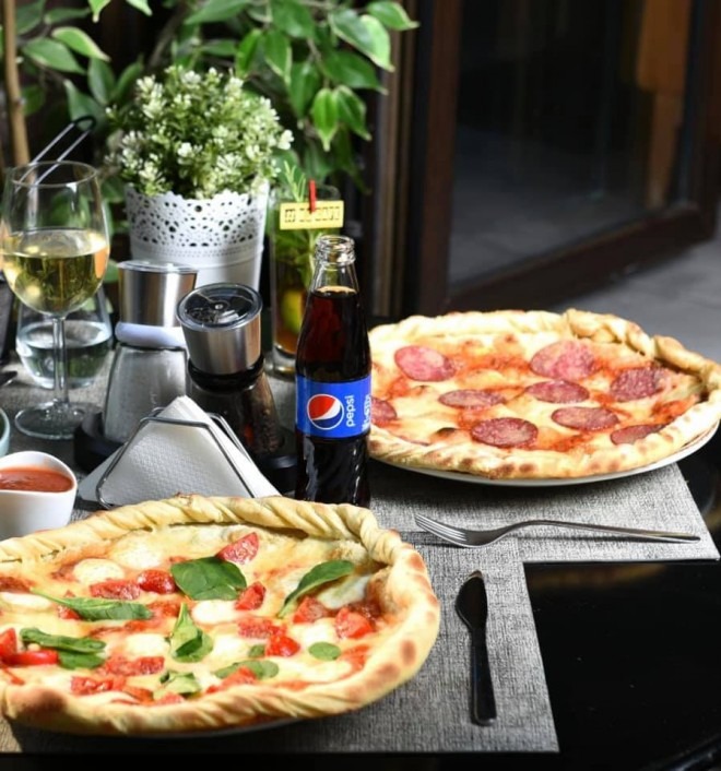 "Pizza din partea casei, la XS Cafe! Pe 29 septembrie, te bucuri de ""Happy Family - Free Pizza"""