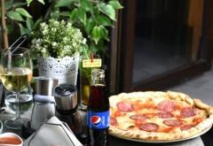 """Pizza din partea casei, la XS Cafe! Pe 29 septembrie, te bucuri de """"Happy Family - Free Pizza"""""""