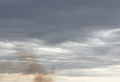 Incendiu puternic in Ploiesti, in zona de sud. Fumul gros se vede la kilometri