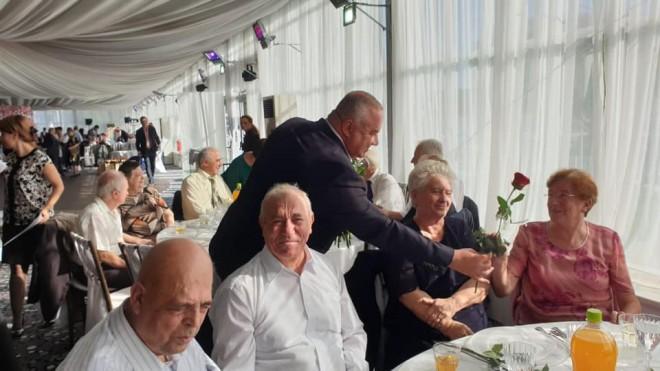 372 de cupluri din Ploiesti au fost celebrate de Primaria Ploiesti. Viceprimarul Ganea a oferit flori si premii in bani sarbatoritilor