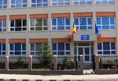 """Bataie la Liceul """"Carol I"""" din Plopeni: Două eleve de liceu s-au bătut după o cearta inceputa pe Facebook"""