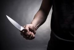 Un tânăr din Prahova, cunoscut cu probleme psihice, şi-a înjunghiat ambii părinţi