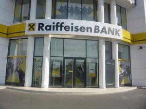 Raiffeisen Bank va elimina din luna decembrie terminalele POS din agenţiile băncii