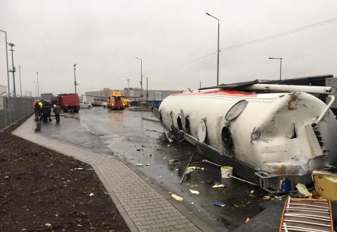Accident in  Parcul Industrial Ploiesti. Un TIR s-a rasturnat