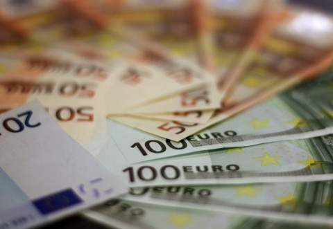 Leul se prăbușește: Un nou MAXIM istoric pentru euro, a patra zi consecutiv