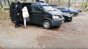 Perchezitii in Prahova, la părinți acuzați că își abuzau sexual copiii, apoi vindeau clipurile peste hotare. VIDEO