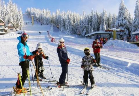 Mergi la munte în week-end? Vezi unde poţi schia în Prahova