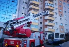 Cade tencuiala de pe blocul cu 8 etaje, pe strada Eremia Grigorescu din Ploiesti