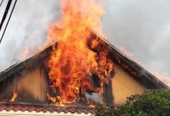 Incendiu in Prahova, la o casa din comuna Iordacheanu. Proprietara a fost gasita in stop cardio-respirator