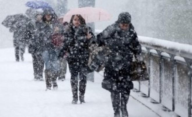 Se schimbă vremea: când vor începe ninsorile și înghețul