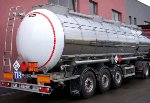 Doua camioane cu deseuri foarte periculoase, oprite in trafic la Boldesti