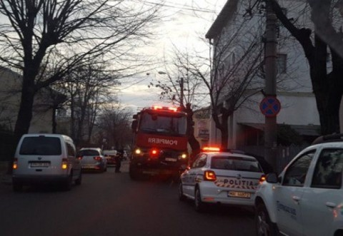 Incendiu pe str. I. L. Caragiale din Ploieşti. Flăcările au cuprins un garaj și magazii