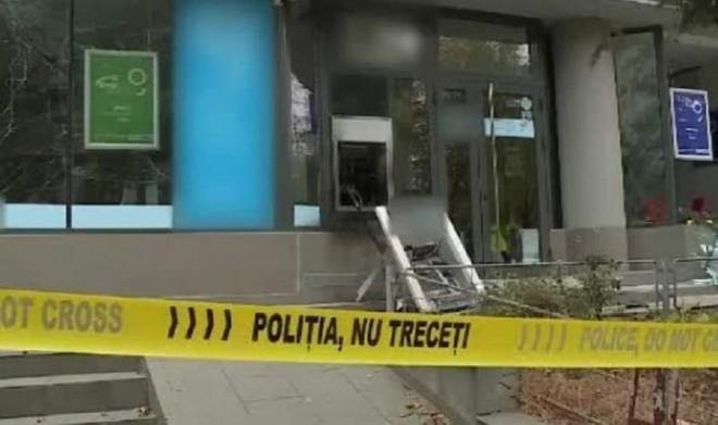 Explozie lângă un hotel din Sinaia. Bancomat aruncat în aer, tâlharii sunt căutați