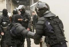 PLOIEŞTI: Percheziţii în desfăşurare la CĂMĂTARI periculoşi