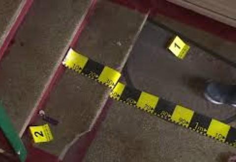 Tanar de 27 de ani din Ploiesti, gasit mort intr-o scara de bloc din zona de sud