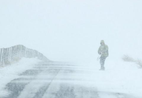 ALERTĂ METEO COD GALBEN: Ninsori viscolite la munte, ploi şi vijelii în rest
