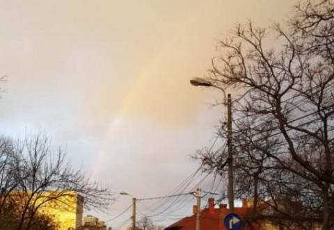 IMAGINEA ZILEI   Un curcubeu imens s-a format deasupra Ploieștiului, joi dimineață