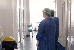 Asistentele de la Maternitatea Ploiești, nevoite să stea peste 12 ore în costum de protecție