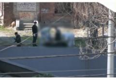 Descoperire MACABRA in centrul Ploiestiului. Cadavrul unui barbat, ridicat de criminalisti de pe strada