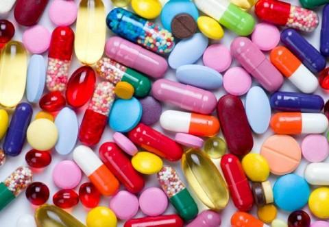 Pandemia a dus la o evoluție atipică a consumului de medicamente în România - S-a cumpărat paracetamol în exces, dar mult mai putine medicamente pentru boli cronice