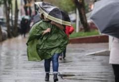 Vara începe cu ploi torențiale. Mai multe județe vor fi lovite de vijelii și grindină