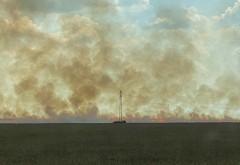 Incendiu puternic pe DN1, la Baicoi. Ard 20 de hectare de grâu