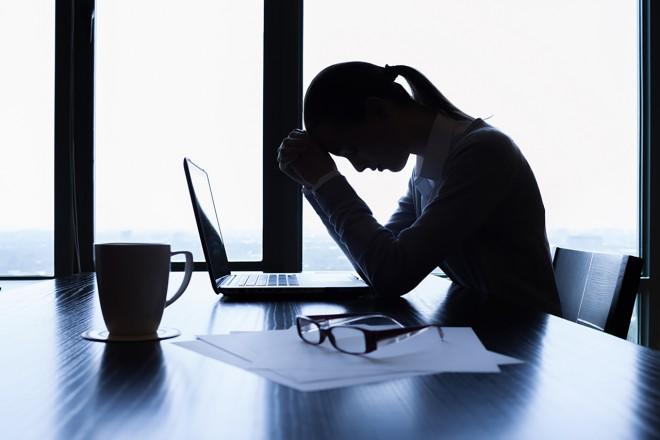 Esti hărţuit de un coleg de serviciu prin comentarii rautacioase sau jigniri? S-a dat lege: amendă de până la 15.000 lei
