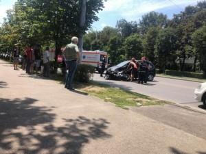 Motociclistă de 20 ani, rănită într-un accident produs pe strada Democrației din Ploiești
