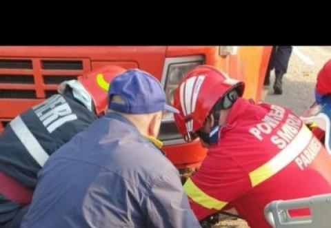 Un barbat a fost strivit de TIR-ul pe care il repara. Accidentul s-a produs pe strada Rosiori din Ploiesti
