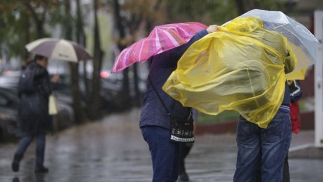Noi avertizări meteo cod galben valabile până vineri. Ploile abundente și torențiale se vor extinde în aproape toată țara