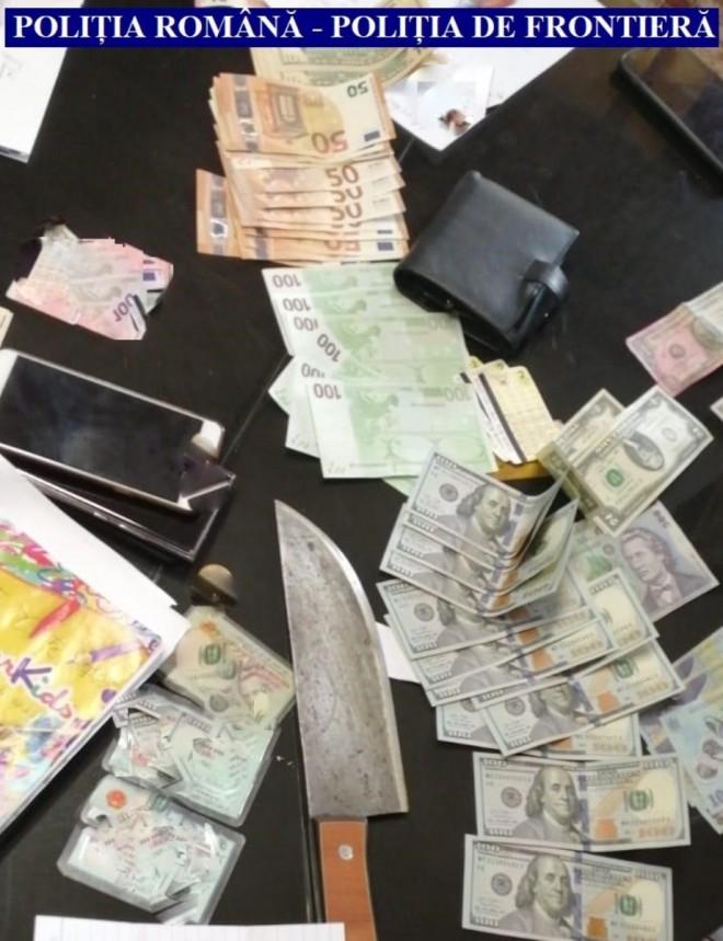 Percheziţii în Prahova şi Dâmboviţa, într-un dosar privind traficul de migranţi. Polițiștii au găsit bani și 10 vietnamezi ascunși la una dintre adresele vizate