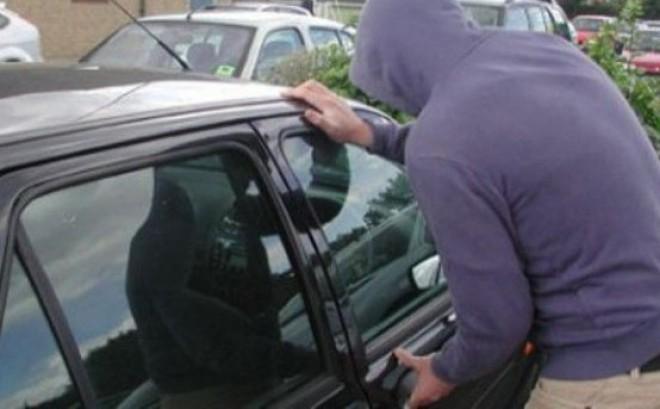 Atentie, soferi! Furturi din autoturisme, prin copierea semnalului de emisie-recepție transmis de cheia mașinii