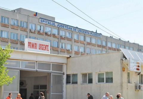 Oamenii au ajuns la capatul rabdarii! Scandal in parcarea Spitalului Judetean. Rudele unui pacient au spart geamurile unei ambulante