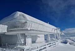 Stația gondolei de la Cota 2000 și telescaunul din Valea Dorului, înghețate complet