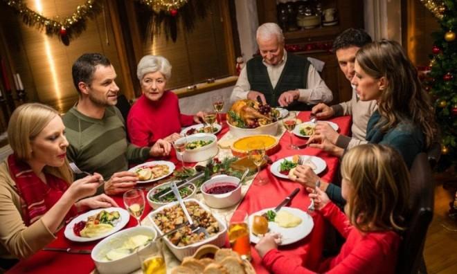 Revelionul 2021 a reînviat tradiţia meselor în familie de pe vremuri