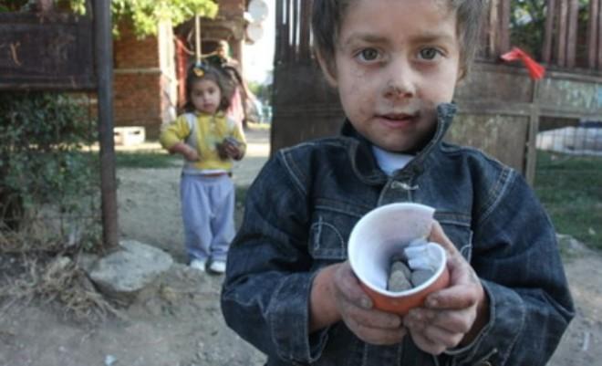 Criza sanitară a afectat veniturile tuturor. Doar 4 din 10 români mai pot pune bani deoparte