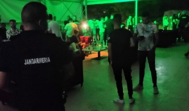 Petrecere ilegala, in Gherghita, Prahova. Politistii au dat amenzi pe banda rulanta dupa ce au aflat de eveniment din presa