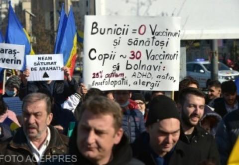 """VIDEO Protest în Capitală faţă de vaccinarea obligatorie şi introducerea """"paşaportului"""" de vaccinare"""