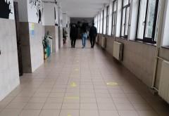 Limită de elevi prezenți în școli, la clasele terminale care funcţionează în scenariul roșu