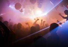 Un club de noapte din centrul Ploieștiului, acuzat că organiza spectacole erotice cu fete minore, condamnat să plătească o amendă uriașă