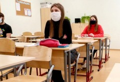 ULUITOR! Elevii de a 8-a care au COVID in ziua Evaluarii Nationale nu vor putea participa la examen. Vor fi distribuiti la liceele slabe, pe locurile ramase libere