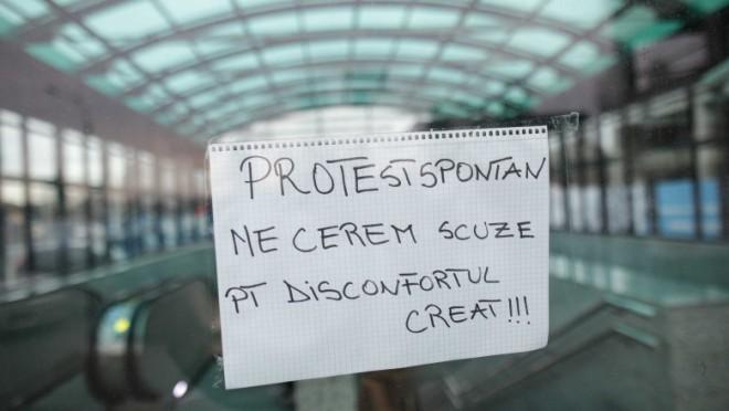 Protest spontan la metrou. Niciun tren nu circulă vineri dimineață, toate stațiile au lacătul pus