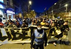 A treia seara de proteste. Mii de romani au iesit in strada, in mai multe orase