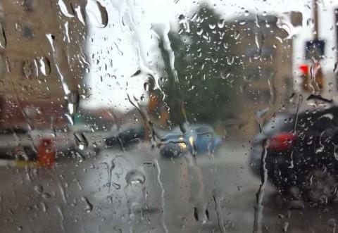 Vreme deosebit de rece, ploi şi intensificări ale vântului, în toată ţara, începând de marţi după-amiază