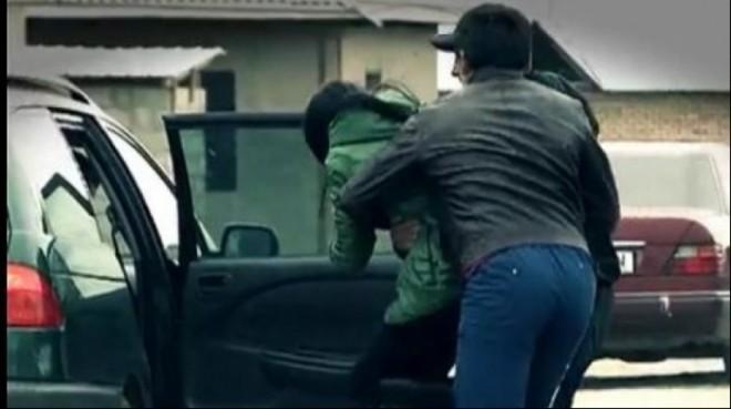 Doi bărbați care au răpit o tânără de pe stradă, în Buzău, au fost prinși la Mizil