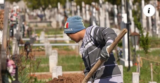 Povestea nepalezilor care au devenit gropari în cimitirul de la marginea Ploieştiului