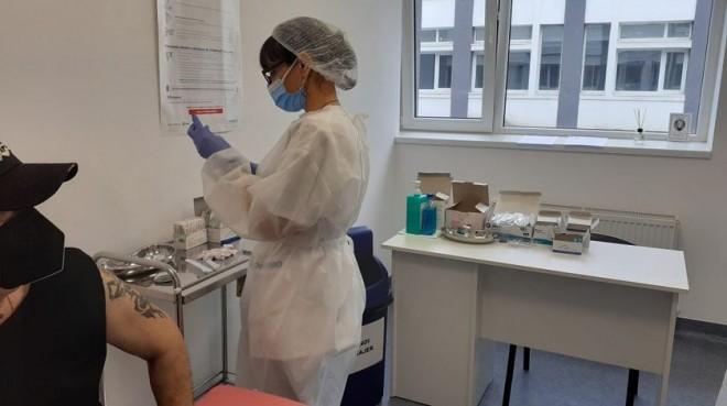 Încă un caz de soc anafilactic la un pacient de 23 de ani vaccinat cu serul Pfizer