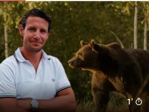 De ce a simtit printul nevoia sa omoare ursul carpatin? Pentru ca o are mică