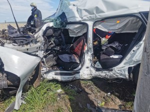 Accident MORTAL pe DN1, la Baicoi. Doua persoane au murit, alte doua sunt grav ranite dupa ce soferul a intrat cu masina intr-un stalp